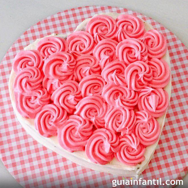 Receta de tarta de manzana y zanahoria con forma de corazón.