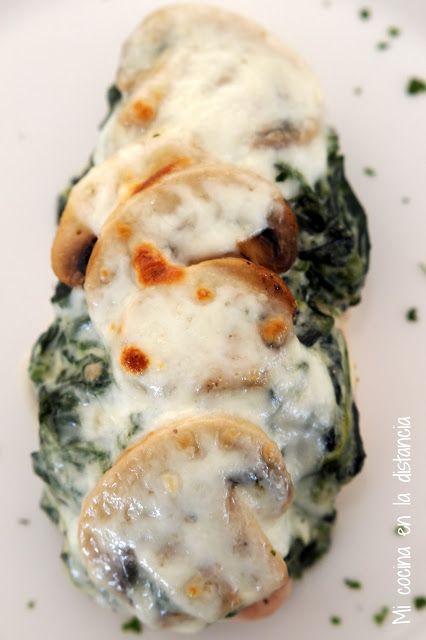 Pollo con crema de espinacas y champiñones salteados