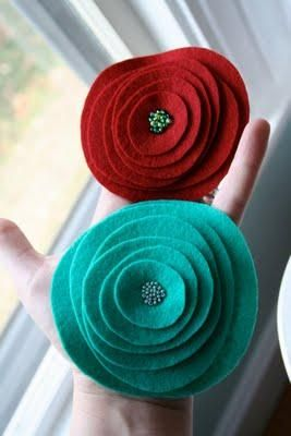 DIY flower tutorial, choose fabric then cut circles of different sizes and glue or sew together!