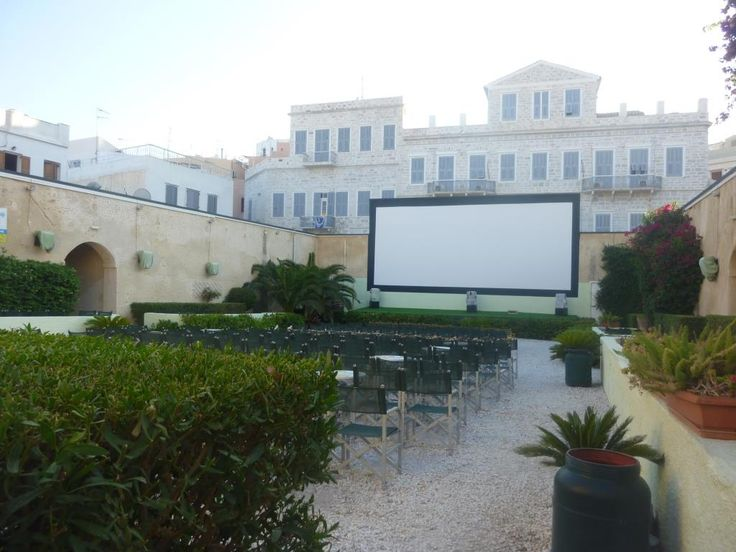 The open air movie Theatre in #Hermoupils ! From May till October you can see a movie here, while enjoying a drink and summer temperatures! A great experience! http://www.omilo.com/syros/