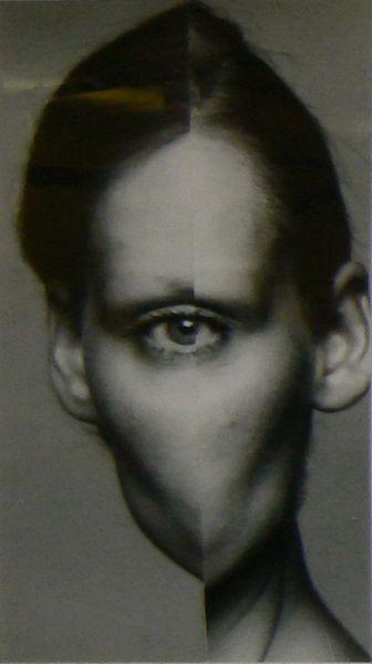 """Roman Cieslewicz prône un """"autre regard"""" sur le monde, d'où l'utilisation de la symétrie verticale pour créer une série de """"cyclopes"""", au-delà de la réalité... et de la symétrie."""