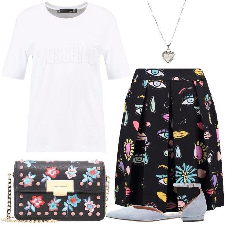 L'outfit è composto da una T-shirt bianca con stampa, una gonna a campana, una borsa a tracolla in fintapelle, un paio di ballerine scamosciate e da una collana.
