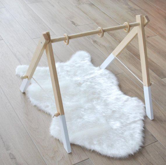 Houten Gym met 3 speelgoed / Activity Center / stijlvolle en natuurlijke Decor van de kwekerij / Baby activiteit Gym / houten Frame