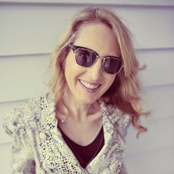 This week's #StyleAmbassador is New Zealand #fashion editor Megan Robinson from Thread.co.nz. Here she is in our #DerekCardigan 7010 #sunnies: http://www.clearlycontacts.com.au/thelook/megan-robinson-style-ambassador/?cmp=social&src=pn&seg=au_14-10-01_meganrobinsonfeature-smco