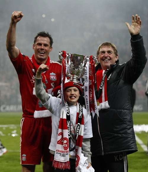 Carragher, his son, and King Kenny, after the Carling Cup. Heroes.