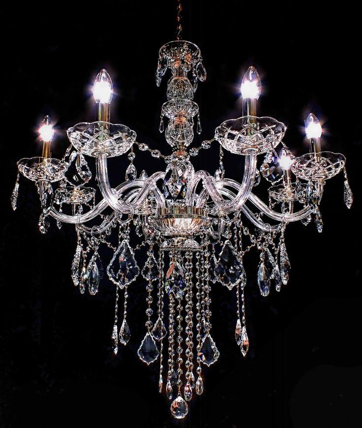 Lustre Chodovar 08 braços, com 82cm de diâmetro x 90cm de altura.Fabricado com cristais SPECTRA SWAROVSKI CRYSTAL (Áustria) e acabamento em Ouro 24K. #chandelier #lustre #lustredecristal #decoração