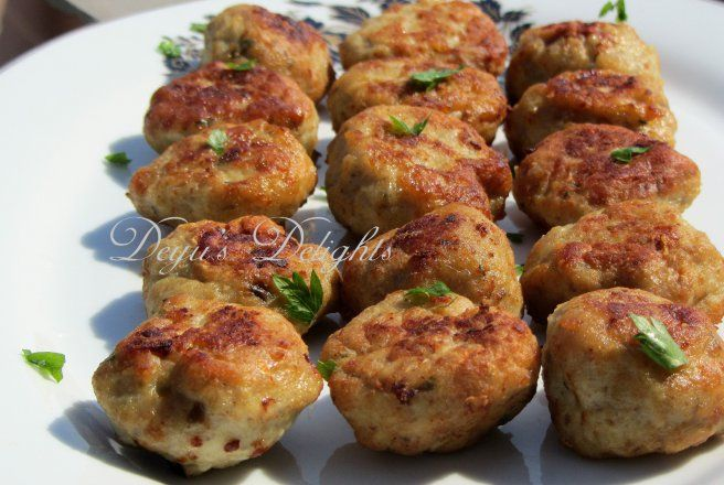 Retete Culinare - Chiftele cu piept de pui si ciuperci