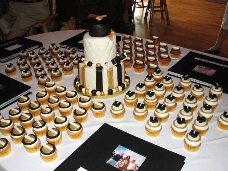 Black Gold Amp White Graduation Cake Graduation Ideas
