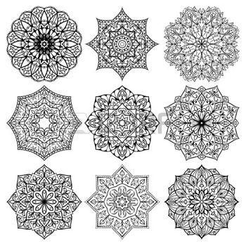 tatouage mandala: Ensemble de mandalas. Collection d'étoiles stylisés et des flocons de neige. Vecteur rond ornements ethniques. Modèle pour la broderie. Croquis pour le tatouage. Détails décoratifs architecturaux.