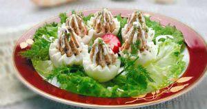 приготовление фаршированных яиц, рецепт, рецепты, рецепты из яиц, фаршированные куриные яйца, фаршированные яйца рыбой, яйца фаршированные, ...