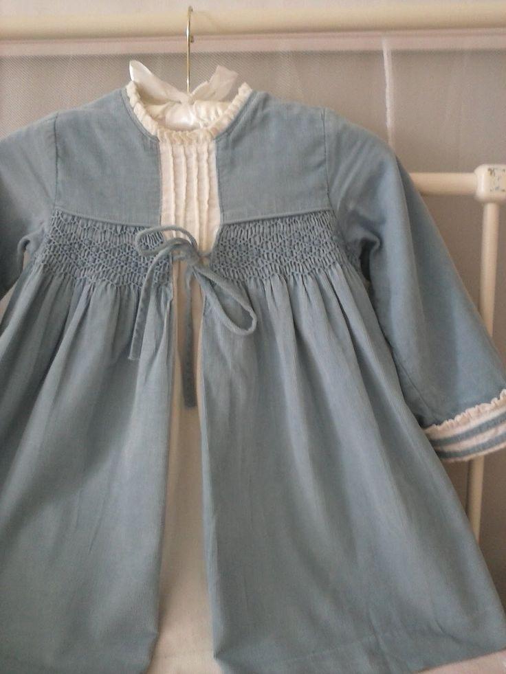 Vestido de Goccoen micro pana celeste y blanco roto, manga francesa. Talla 3 años.  Precioso y muy calentito.  Precio: 20€ + gastos de enví...