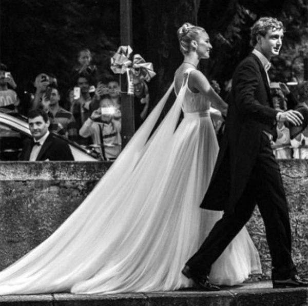 Beatrice Borromeo e Pierre Casiraghi - Vestido Giorgio Armani