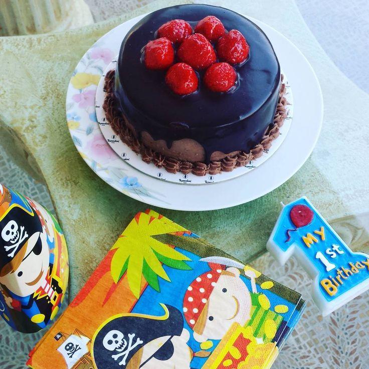 🍰🍰🍰 #baby #birthday #cake #birthdaycake #firstbirthday #pirate #pirates #piratetheme #candle #yummy #yum #nom #nomnom #nomnomnom #instafood #instalike #dessert #chocolate #strawberry #strawberries #napkins #celebrate #celebration #party