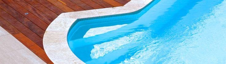 Comment décorer une piscine en coque polyester ? http://www.spapiscines.com/comment-decorer-une-piscine-en-coque-polyester Les beaux jours sont encore loin mais c'est justement le bon moment pour songer, sans précipitation, à décorer sa piscine. Nous vous livrons ci-dessous quelques conseils pour la décoration d'une piscine en coque polyester.  Peindre une piscine en coque polyester Avant de repeindre une piscine à... SPA Piscines - Piscine Coque Polyester - http