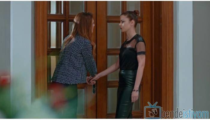 Star TV yayınlanan Medcezir dizisinde  Sedef Kaya karakterini canlandıran Defne Kayalar'ın, 63.  bölümünde taktığı taşlı bileklik