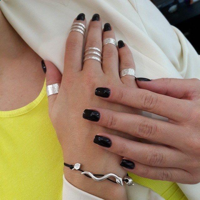 For trendy look: mid-finger rings, ring sets, all-finger-rings