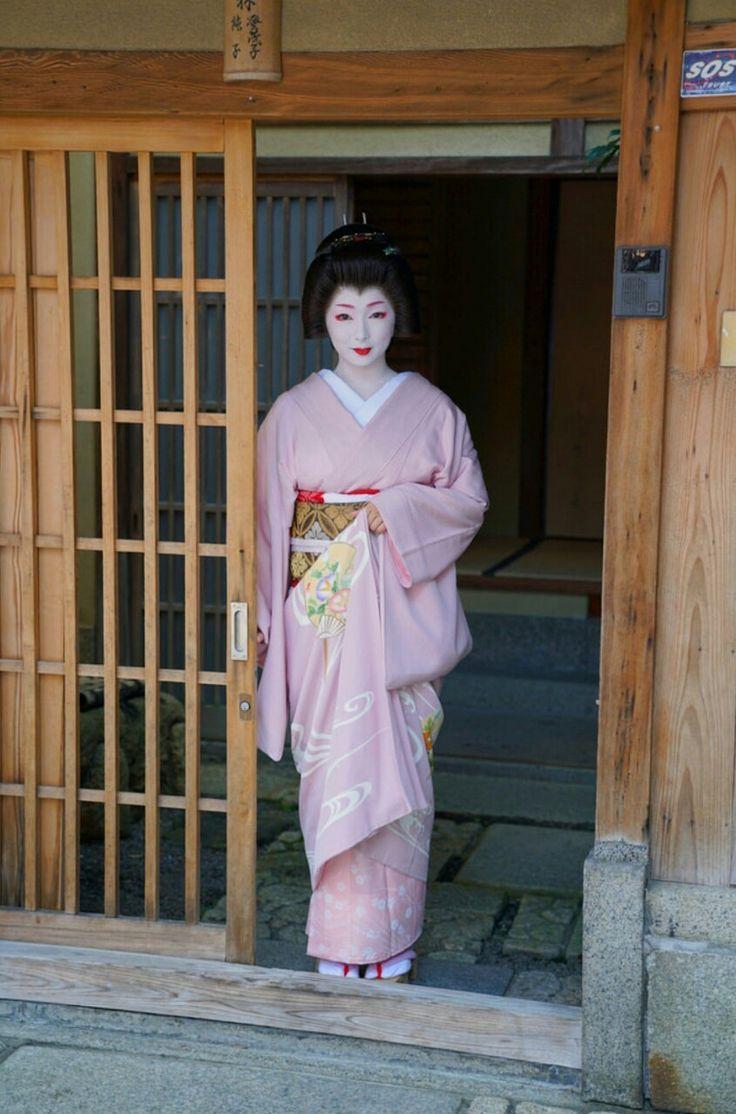 Geiko(Geisha). Her name is Toshimana. #japan #kyoto #geisha #kimono