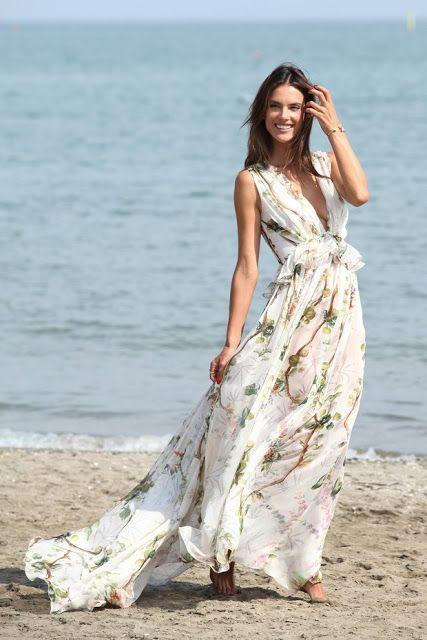 Alessandra Ambrósio vestido praia estampado da philosophy