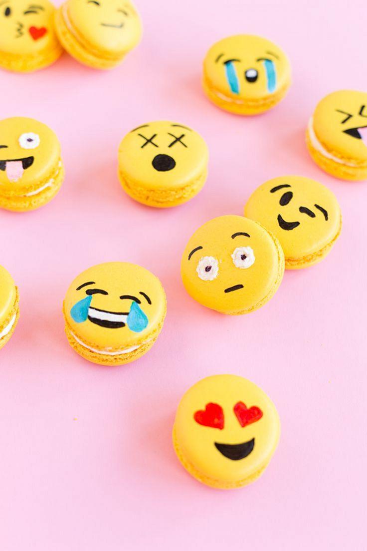 Emoji party macarons