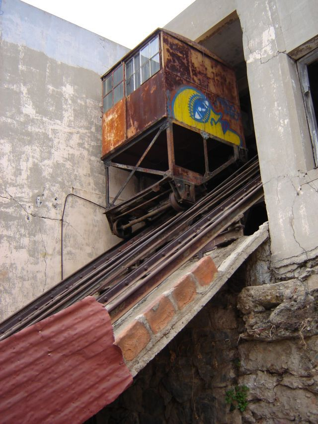 Ascensor La Cruz, carro en la estación superior | Ascensores de Valparaíso