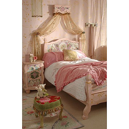 Pretty girls bedroom, lovely powdery soft pink, has that shabby chic feel, which I also love.