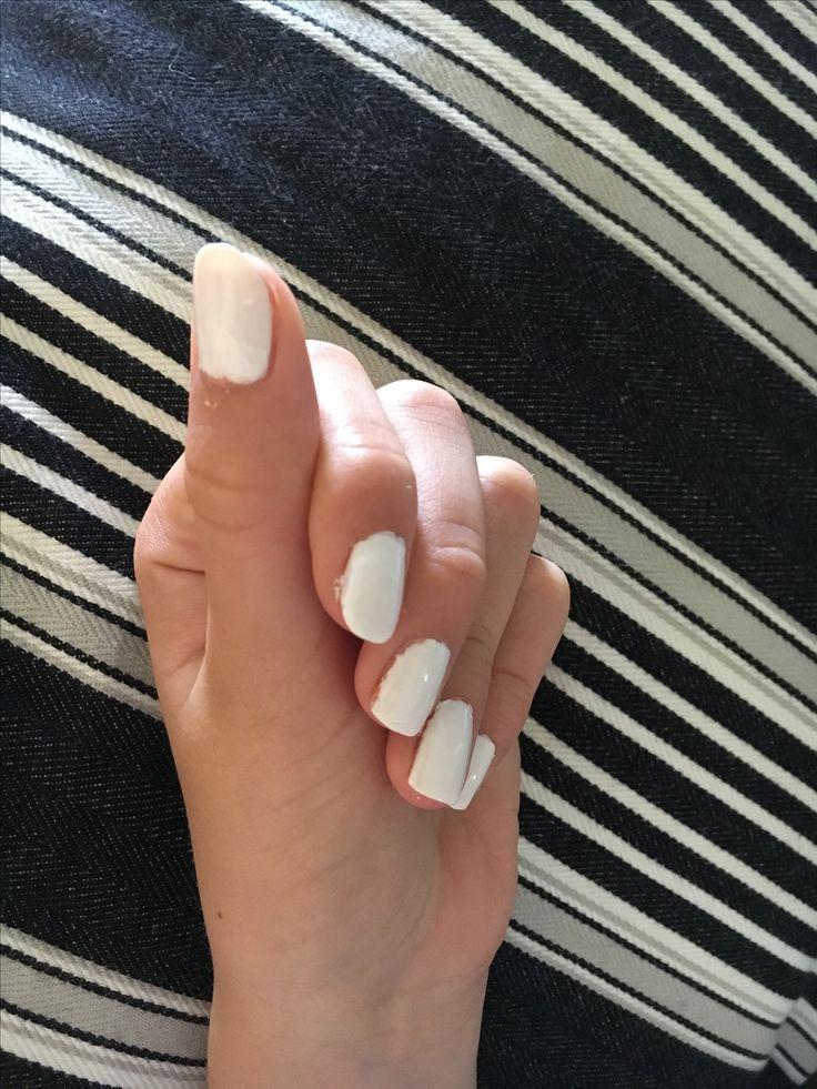 Fina enkla vita naglar, passar till allt och är snyggt men också enkelt