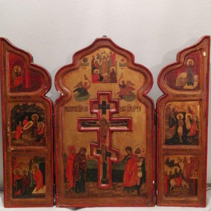 Grote tripartiete pictogram tempera aan boord met scènes uit het leven van Jezus Christus en de kruisiging - Rusland 19e eeuw  Frames en kruisbeeld in reliëf gouden achtergrond rode rand. Gemaakt in Rusland (of Oost-Europa) in de 19e eeuw.Er zijn twee versterkingen aan de achterzijde. Het heeft weinig schade. Goede conditie. Het moet waarschijnlijk een kleine restauratie.Grootte cm. 20x33.5x3.7; Open cm. 40.Traceerbare geregistreerde scheepvaart.  EUR 2.00  Meer informatie