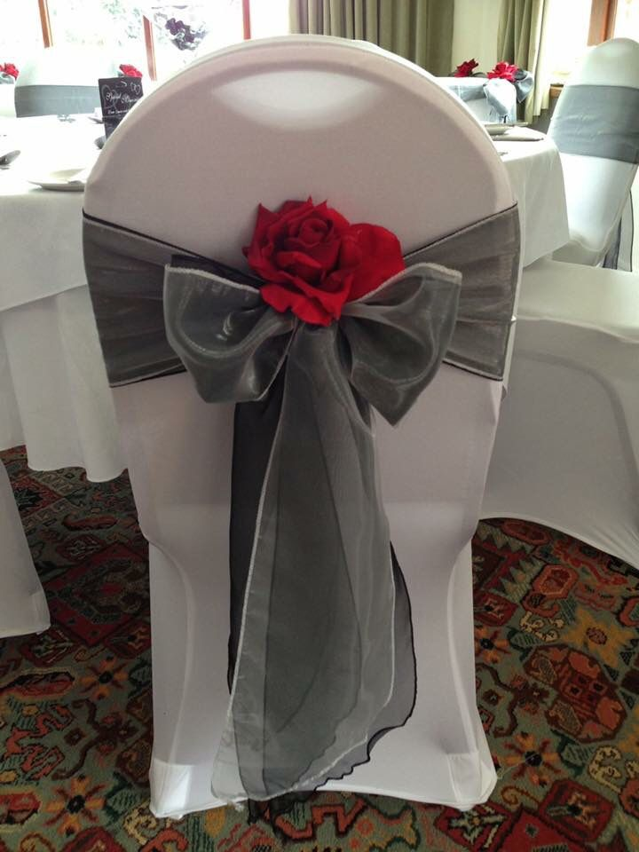 Charcoal With Red Was The Scheme For This Smart Wedding Set Upsilver Garland Used Table Runner And Chairs Bows