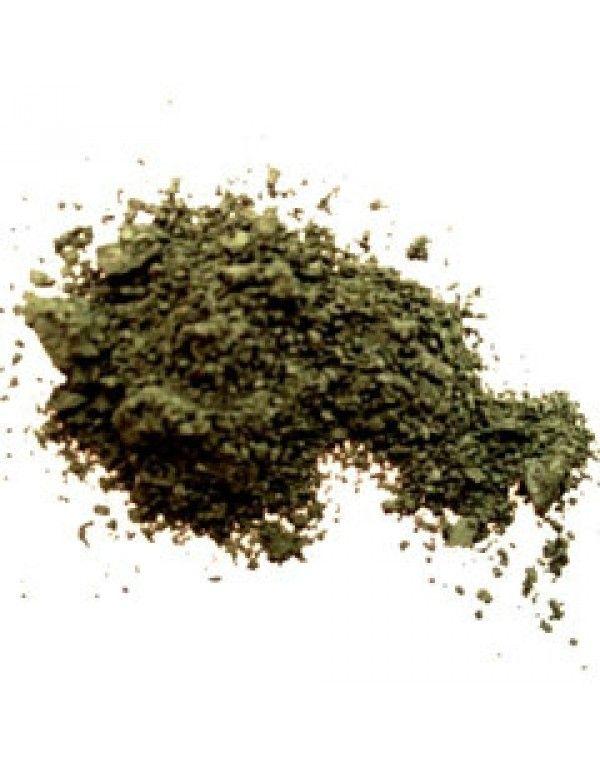 Erth Forest øyenskygge har en dyp, matt grønnfarge med lett svart undertone. Denne passer perfekt også som eyeliner og påføres best med Angle liner-børste som du kan finne under Tilbehør.