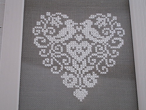 Cuore (Heart), designed by Renato Parolin, stitched by Le Blog de Enarak Etxea (Swallows House Blog) blogger.  For this piece the background around the heart was removed.