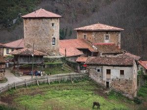 Torre de Bandujo, Proaza, Asturias, turismo rural, ruta de senderismo,