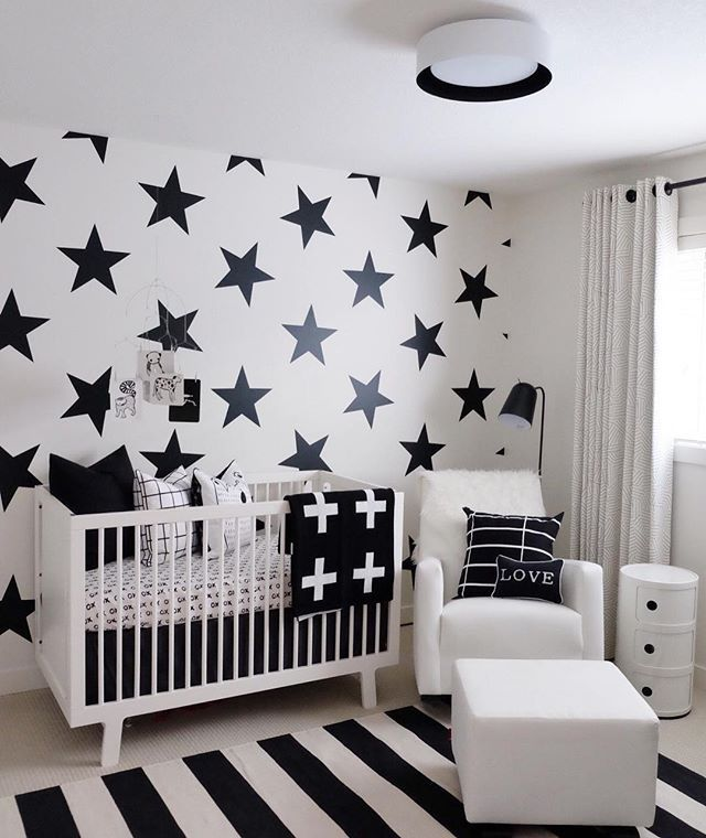 Oh my...what a beautiful Scandinavian style nursery including our removable Big Star decals. Choose from over 25 color options to match your style and existing decor #scandinavian #scandinavianinterior #scandinaviandesign #stars #wallpaper #wallsticker #walldecal #walldecor