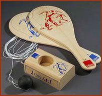 Tennisspel. Een bal aan een elastiek. Zat vast aan het blok. Je moest de bal steeds wegslaan naar de ander.