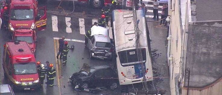 InfoNavWeb                       Informação, Notícias,Videos, Diversão, Games e Tecnologia.  : Ônibus arrasta ao menos sete carros e deixa nove f...