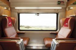 Pregopontocom Tudo: Itália apresenta trem de luxo que cruza o país -  Internacional  Além do acesso grátis ao Wi-Fi, passageiros não precisam chegar com antecedência - Em Milão, é possível – e fácil - pegar um trem de transporte do aeroporto ao centro da cidade e outro para Florença