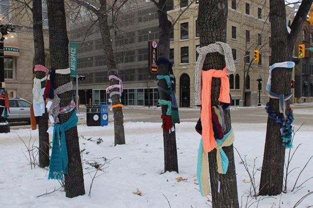 """Winnipeg, Man. (Chase the Chill Winnipeg/Facebook) Scarves for the homeless are left attached to trees with note """"I AM NOT LOST! If you need this to stay warm, then please take it. It is yours. Be warm, and do something to help someone else today if you can."""""""