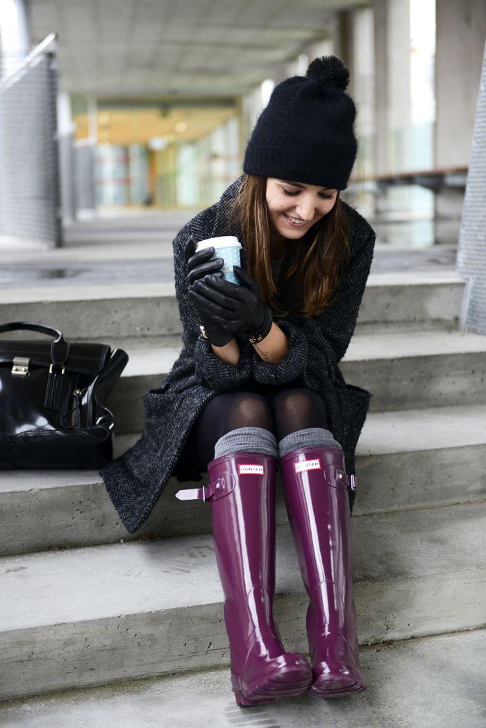 rainy day wear. PURPLE hunter boots. I want!
