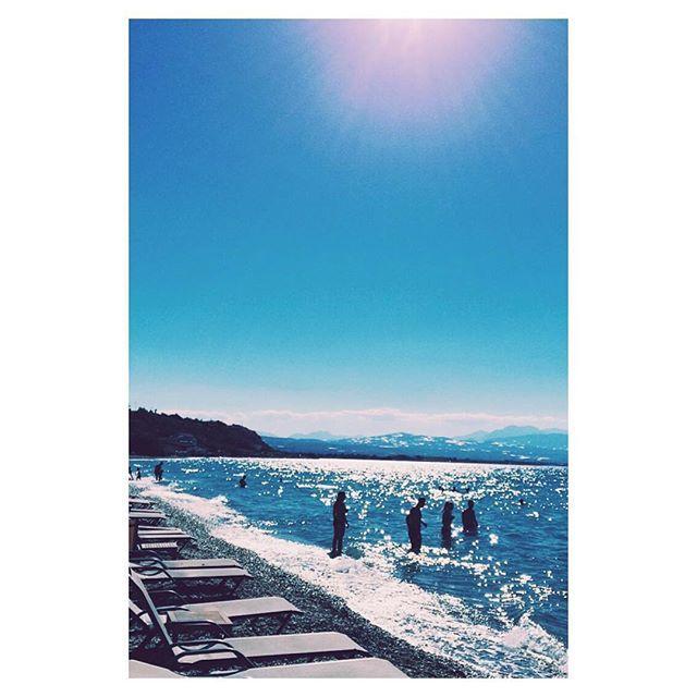 【nicholas_ik】さんのInstagramをピンしています。 《~ Πίνοντας ήλιο κορινθιακό  Διαβάζοντας τα μάρμαρα  Δρασκελίζοντας αμπέλια θάλασσες ☀️💦 #View #Sea #Blue #White #Waves #Italy #City #Ocean #Beach #Mare #Spiaggia #InstaItalia #Italia #VSCOItaly #VSCOdaily #VSCO #VSCOlife #VSCOphile #Igers #IgersOfTheDay #InstaLike #InstaMood #MyView #Aesthetics #Beautiful #Love #Song #SoMuchLove #海 #🌊》