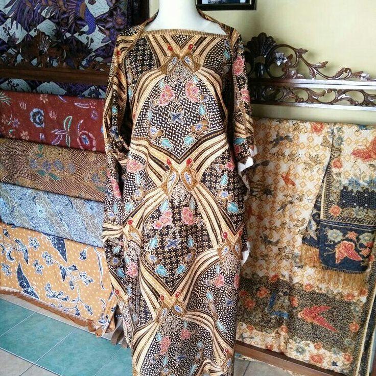 Galeri Amba Budaya Batik Kudus Merawat Tradisi Kearifan Adat Budaya Lokal  Batik Full Tulis motif Merak Njraping