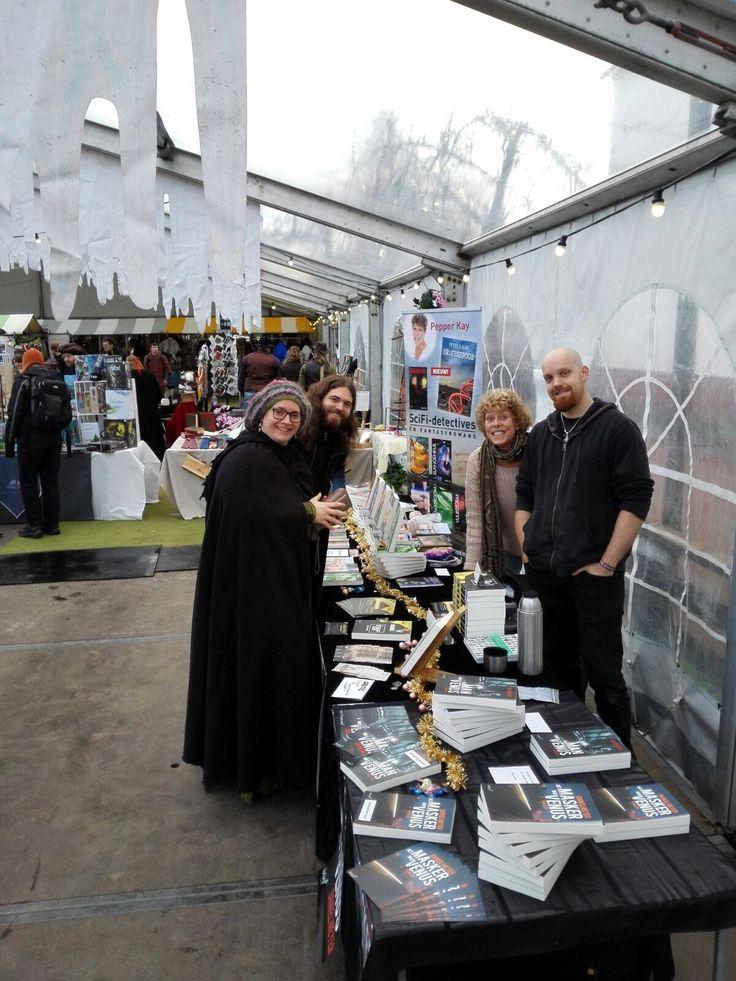 Leuk, onze auteurs Pepper Kay, Koen Romeijn en Daniel Meyer aanwezig op de Midwinter Fair in Archeon. #pepperkay #koenromeijn #danielmeyer #midwinterfair #futurouitgevers