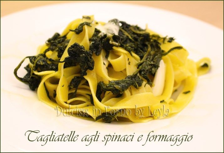 Tagliatelle con spinaci e formaggio filante, ricetta veloce