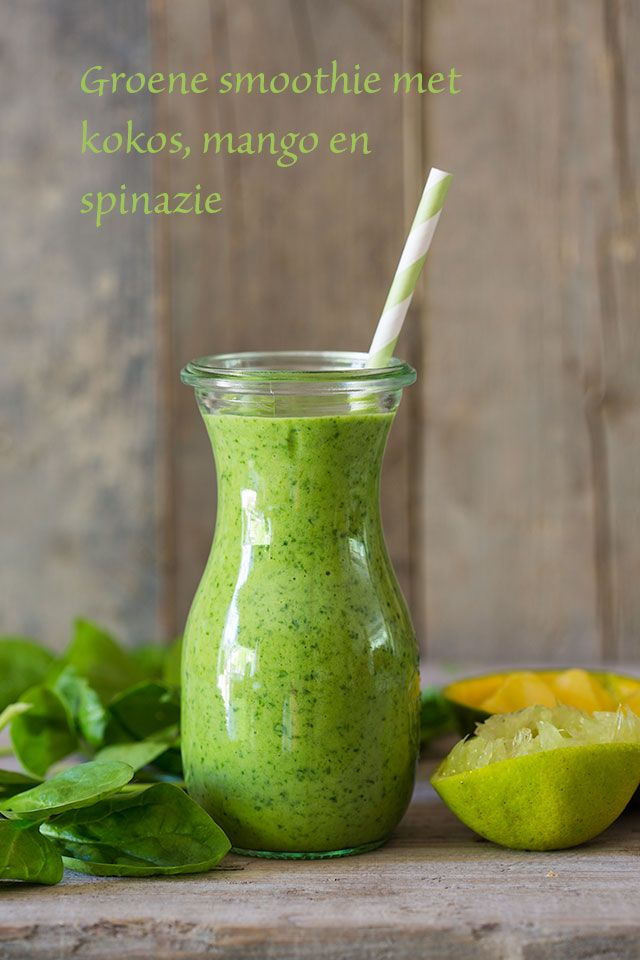 Groene smoothie met spinazie, kokos, mango en ananas #healthy #Whole30 #Paleo