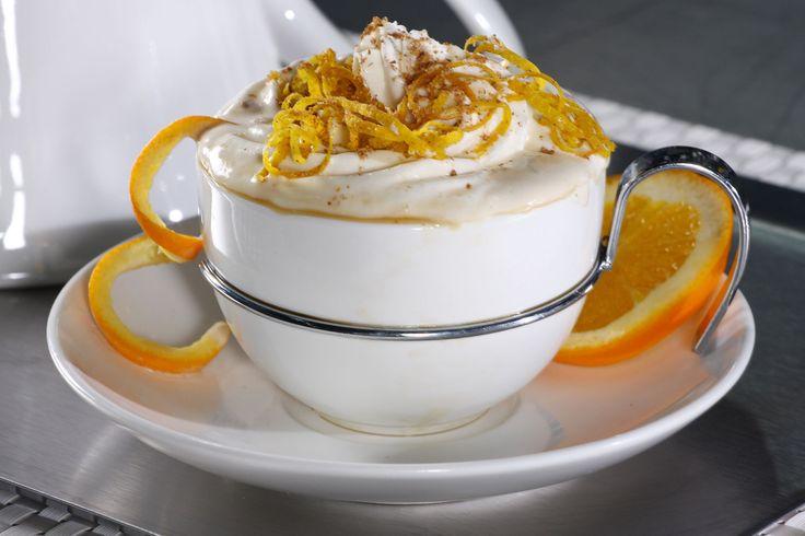 Café con saborcito a naranja. Agrega cáscaras de naranja al filtro de cafetera