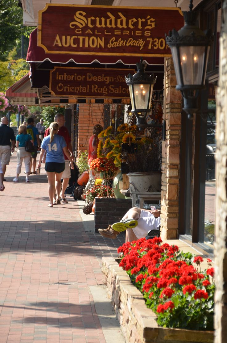 Main Street shopping in downtown Highlands, North Carolina