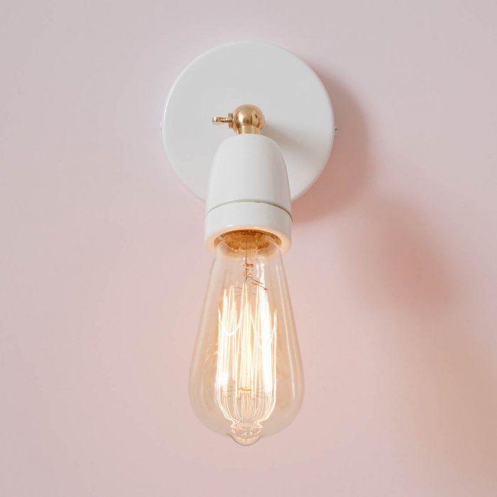 Applique Articulee En Porcelaine Blanche Et Laiton Sur Www Lepetitflorilege Com Plafonnier En Laiton Luminaire Luminaire Applique