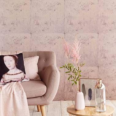 Обои для стен в виде панелей с розовой штукатуркой.