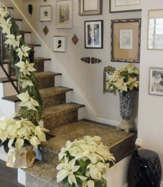 The Staircase Steps Decor Ideas: 17 Best Images About CHRISTMAS STAIRS On Pinterest
