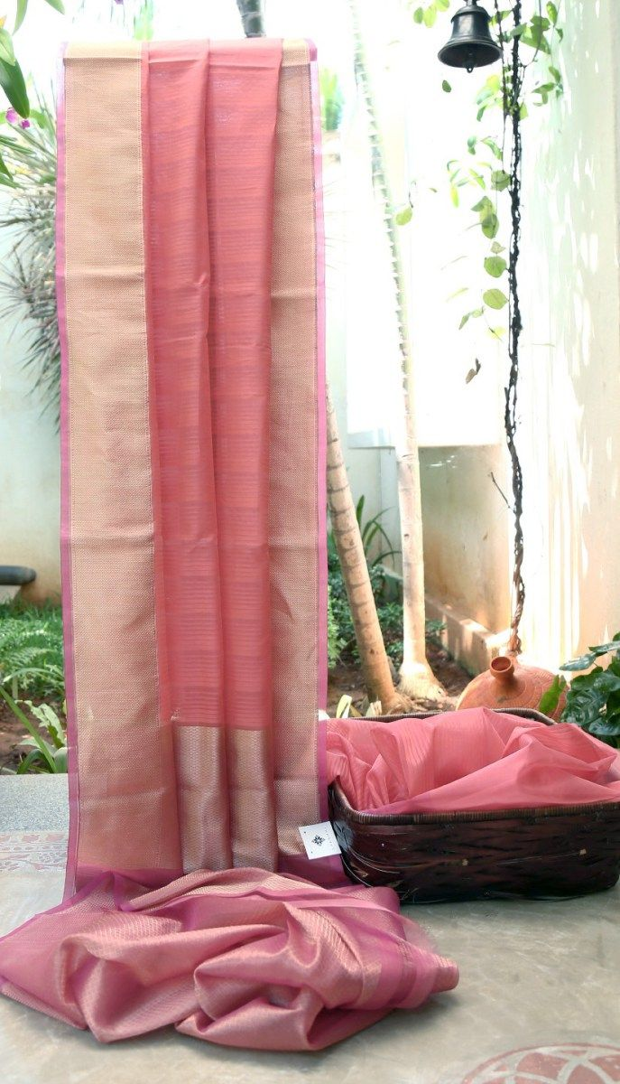 ROSE PINK SOUTH KORA SILK HAS COMPLIMENTING GOLD WITH ROSE PINK EDGED BORDER AND PALLU WHICH GIVES THE SAREE A FINISHING LOOK.