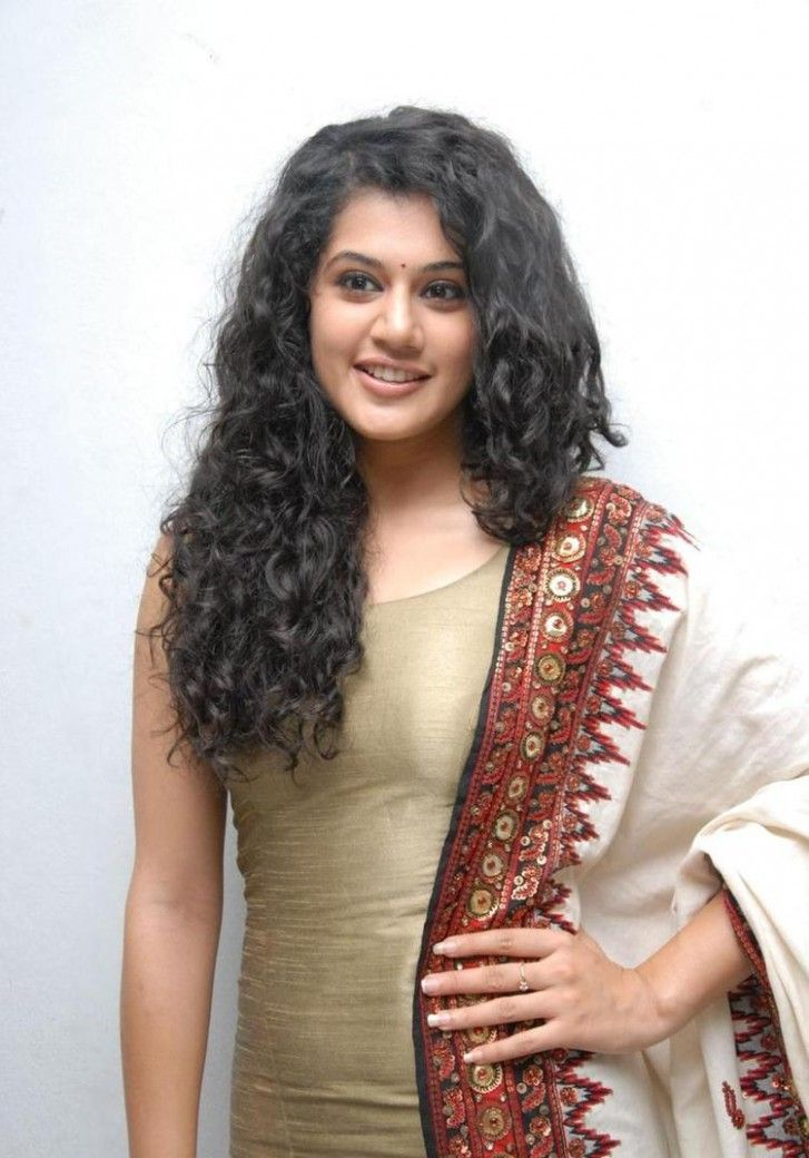 Taapsee Pannu Curly Hairstyle In 2020 Curly Hair Styles Curly Hair Inspiration Hairstyle