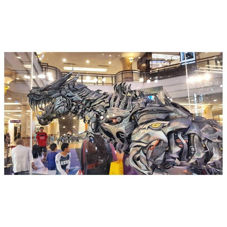 "Polubienia: 10, komentarze: 1 – John Chan (@johnximus) na Instagramie: ""My favourite piece! The Dinobots leader - Grimlock!! #transformers5 #transformers #thelastknight…"""